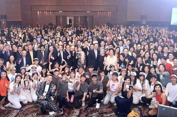 College students participated in the 60th Anniversary Gala Dinner of HKU SPACE